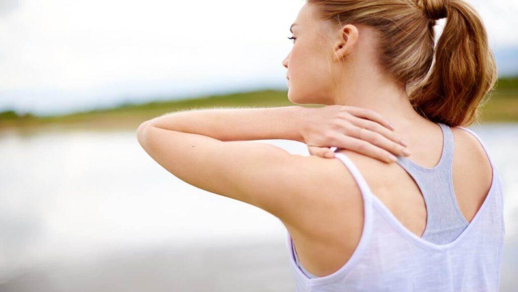أسباب ألم المفاصل المتنقل وكيفية علاجه