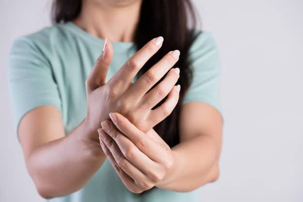 علاج شرخ عظام اليد