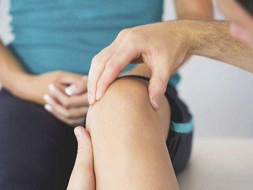 علاج آلام الركبة عند النساء